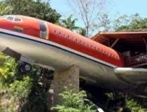 Hotelul avion, cu o...