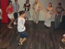 Romanii danseaza: Un nou club...