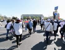 Angajatii CFR protesteaza si...