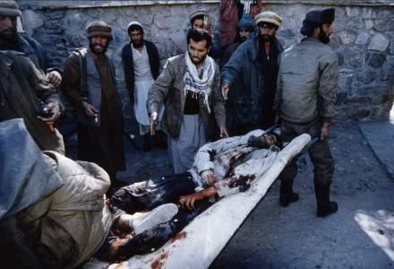 Afganistan: Cel putin 12 morti si 57 de raniti intr-un atentat sinucigas la un centru electoral din Kabul