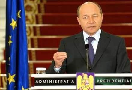 Basescu: Sustin fara rezerve revenirea la salariile de dinainte de reducere