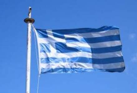 Grecii au retras din banci peste 700 mil. euro intr-o zi