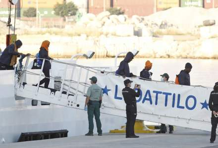 Nava Aquarius, cu peste 600 de imigranti ilegali refuzati de Italia, a ajuns in Spania, de unde vor fi transferati in Franta