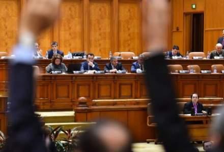 Parlamentarii PSD si ALDE nu participa la votul pe motiunea de cenzura impotriva Guvernului