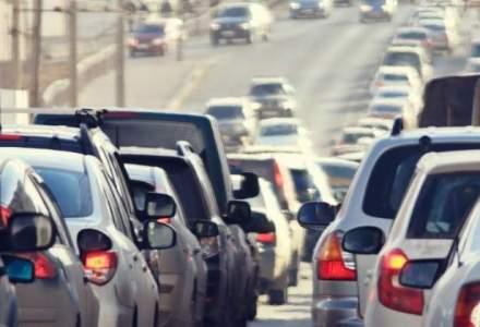 Trafic rutier afectat pe 5 drumuri nationale si 13 judetene. Trafic feroviar intrerupt pe raza localitatii Budila