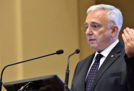Mugur Isarescu despre plafonarea gradului de indatorare a populatiei: o decizie se va lua in vara asta!