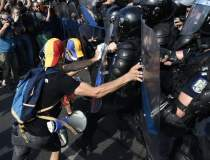 Protestatarii pot depune...