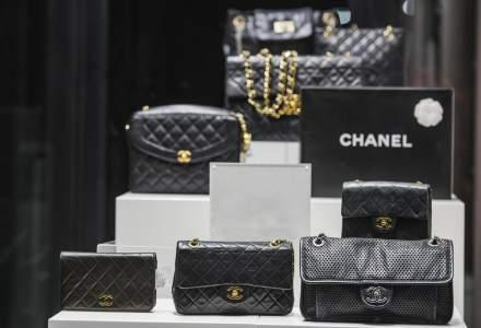 Povestea Coco Chanel, creatoarea care a revolutionat industria modei prin simplitate