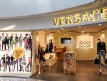Casa de moda Versace s-ar...