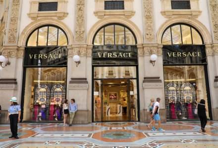 Tranzactia anului in fashion: Michael Kors a cumparat Versace. Ce planuri are brandul american
