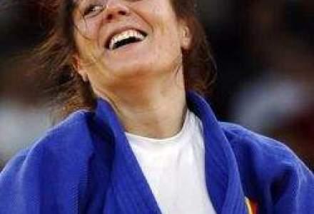 A treia medalie pentru Romania: Corina Caprioriu, argint la judo 57 kg