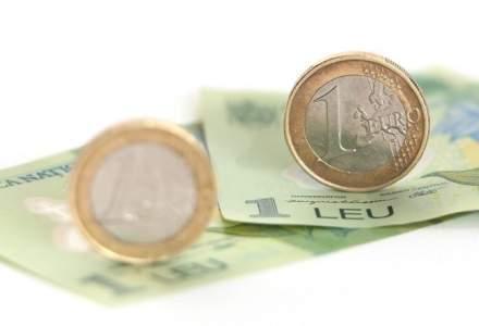 Curs valutar BNR astazi, 2 octombrie: euro se apreciaza ajungand din nou aproape de maximul istoric. Dolarul creste puternic