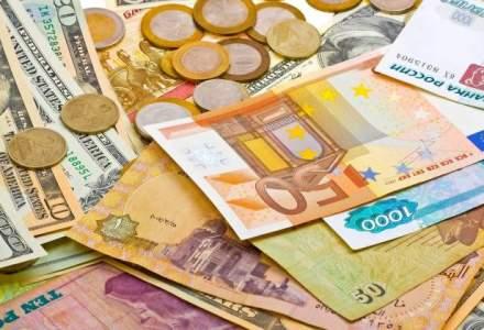 Curs valutar BNR astazi, 8 octombrie: cursul fata de euro se mentine foarte aproape de maximul istoric; dolarul continua sa creasca