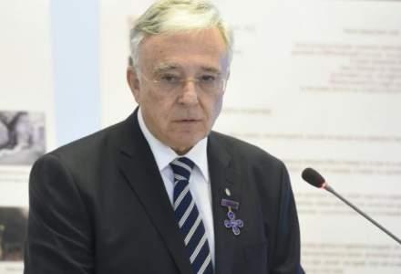 Mugur Isarescu: Salariile nu ar trebui sa fie majorate de catre politicieni