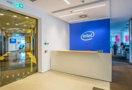 Intel s-a mutat anul trecut in asamblul mixt Openville din Timisoara, unde ocupa 2.400 metri patrati. Aici lucreaza, in prezent, aproximativ 150 de ingineri
