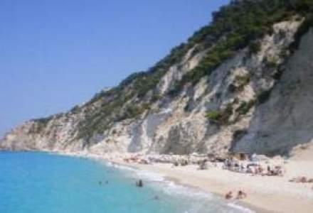 Grecia inchiriaza 50 de insulite, iar sute de masini de lux confiscate ruginesc