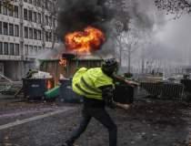 Proteste la Paris: 354 de...
