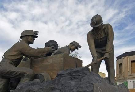 Miile de mineri de la CE Oltenia continua greva si marti, nemultumiti de oferta inaintata de conducerea companiei. Sistemul energetic, pus in pericol