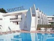 Accor Hotels : Afaceri de 883...