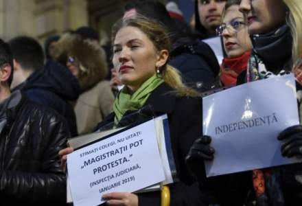 """Magistratii romani protesteaza la Bruxelles: """"Today is about Romania. Tomorrow it may be about others. You must act now"""""""