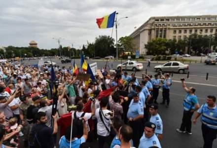 Sindicalistii de la Dacia protesteaza in fata Guvernului. Acestia cer modificarea legislatiei muncii si punerea ei in acord cu normele europene