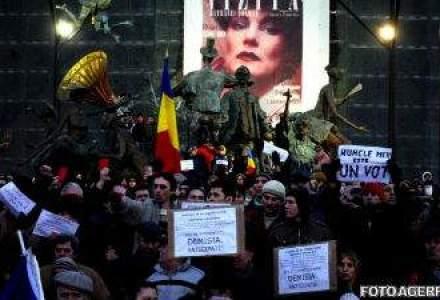 Europa, in zodia protestelor: Zboruri anulate, batai cu fortele de ordine, oameni raniti