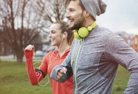 Casti pentru alergare sa te tina in priza in timpul antrenamentului