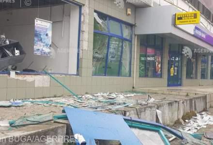 In Arad a fost aruncat in aer un bancomat. Hotii, insa, nu au reusit sa fure nimic pentru ca bancomatul era gol!