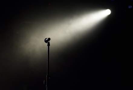 Despre puterea microfonului sau de ce trebuie sa invatam sa si ascultam