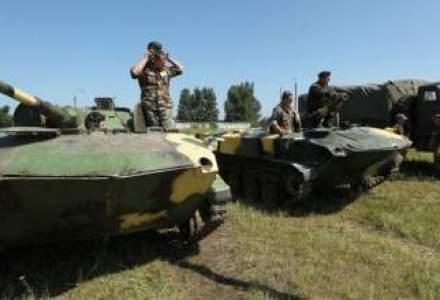 Cluj: Parada militara cu TAB-uri, aruncatoare de proiectile si MIG-uri 21 Lancer
