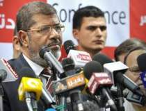 Mohamed Morsi va organiza un...