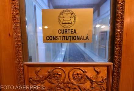 CCR a amanat, pentru a treia oara, sesizarile depuse de opozitie si de presedintele Iohannis impotriva modificarilor aduse Codurilor Penale