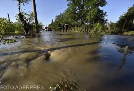 Ploile torentiale au pus stapanire pe Romania: Inundatiile au afectat 159 de localitati din 28 de judete si municipiul Bucuresti