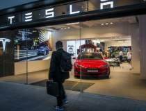 Tesla anunta pierderi de 400...