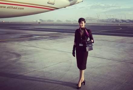 Viata unui insotitor de zbor: Cum calmezi pasagerii, cum se comporta romanii si cand aterizezi fortat?