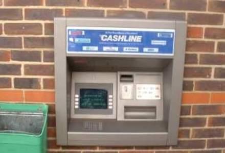 De ce bancile nu interzic retragerile de numerar de la ATM cu cardurile de credit