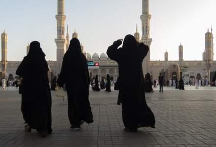 Arabia Saudita, catre turisti: Strainii care nu respecta ''decenta publica'' risca sa fie amendati