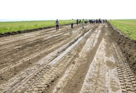 Directorul DRDP Iasi: Primul kilometru de asfalt a fost turnat pe soseaua de centura a Municipiului Bacau, parte din Autostrada Moldovei