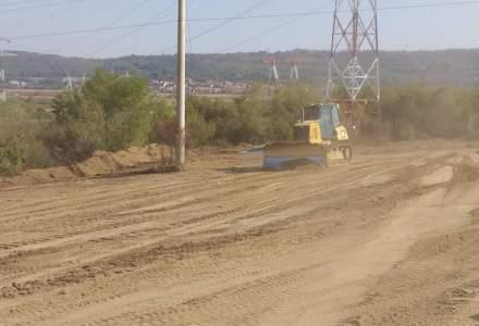 A inceput constructia Autostrazii Sibiu - Pitesti: primele utilaje au ajuns pe santier