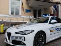 Sute de mascati si politisti...