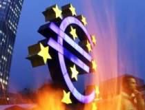 Euro a coborat la minimul...
