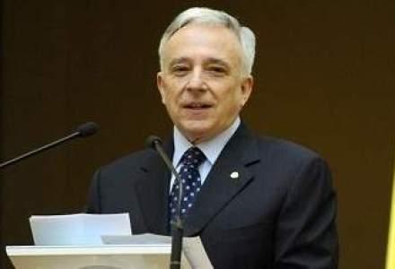 Isarescu: Bancile ne-au anuntat ca populatia a inceput sa sparga depozite. Daca au peste 100.000 euro e treaba lor