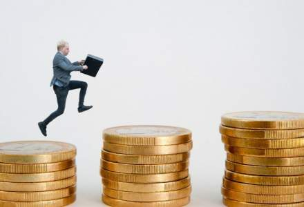 Adecco: salariile directorilor generali din companiile din Romania depasesc adesea 10.000 de euro