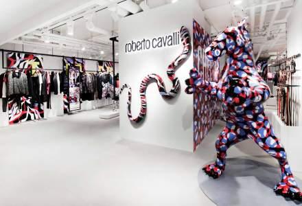 Casa de moda Roberto Cavalli, cumparata de un magnat imobiliar din Emiratele Arabe Unite