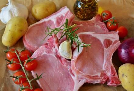 Carnea de porc va fi mai scumpa cu 15-20% de Sarbatori, din cauza deficitului din UE si a deprecierii leului