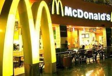Efectul tiparirii banilor: McDonalds scumpeste preturile cu 20-25%