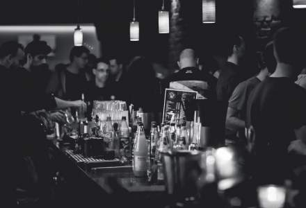 Cum dezvolti un business profitabil in HoReCa - 5 sfaturi de amenajare a unui bar