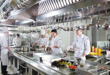Din pasiune pentru bucate alese: cati bucatari si cofetari mai pregateste scoala romaneasca