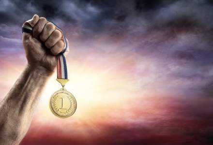 Olimpicii romani, premiati: sumele variaza intre 2.500 lei si 12.550 lei. Si profesorii primesc bani