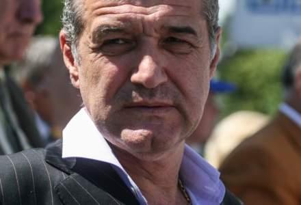 Gigi Becali vrea sa renunte la cetatenia romana dupa ce a fost acuzat de spalare de bani